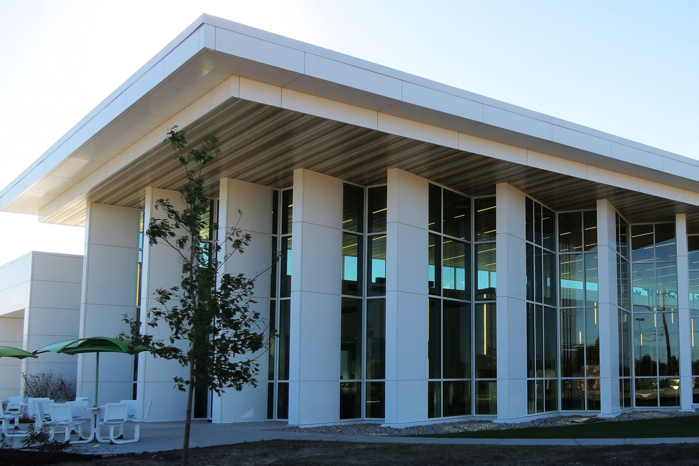White aluminum composite construction featured on the exterior of a library in Ohio, highlighting floor to ceiling windows.